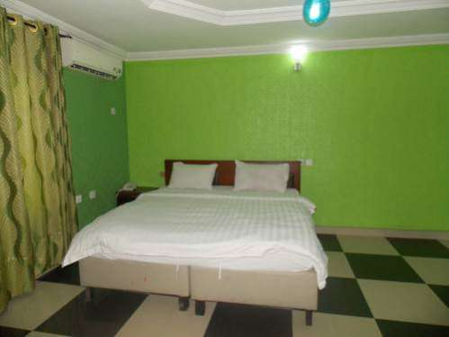 Vic James Apartments Amuwo