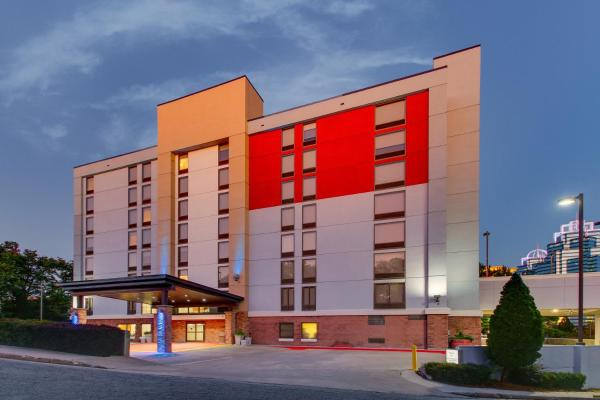 Holiday Inn Express & Suites Atlanta Perimeter Mall Hotel Атланта