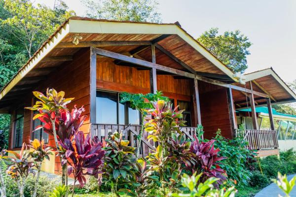 Albergue Heliconias Lodge