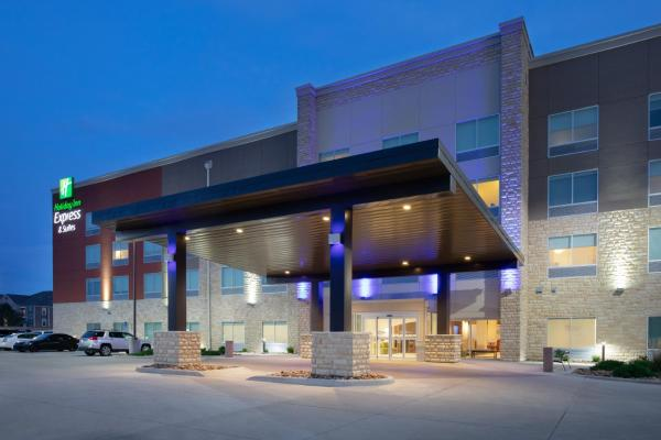 Holiday Inn Express & Suites Great Bend Great Bend