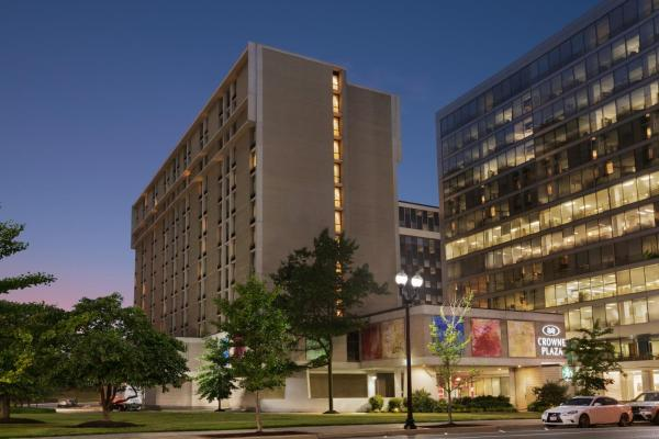 Crowne Plaza Washington National Airport Arlington