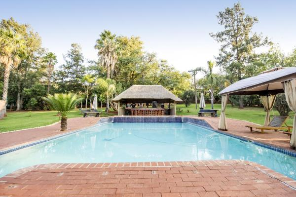 WoodRidge Palms Boutique Hotel