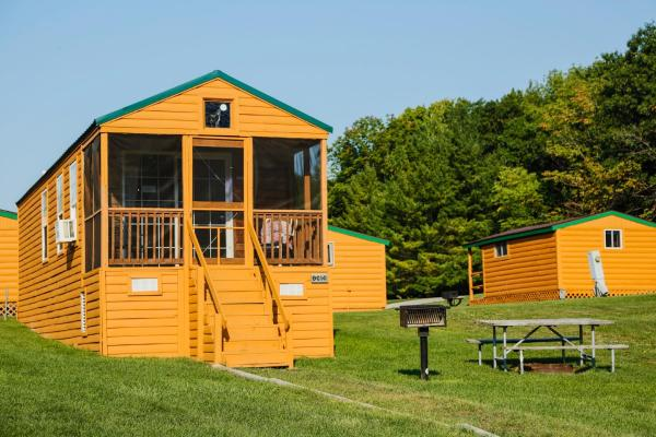 Plymouth Rock Camping Resort Deluxe Cabin 16 Elkhart Lake