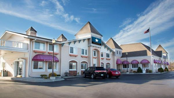 Magnuson Grand Pioneer Inn and Suites Escanaba