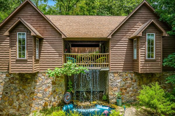 The Woods Cabins Eureka Springs