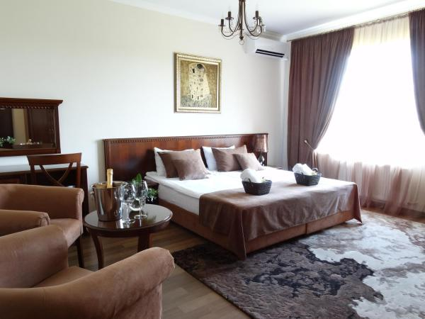 Henry Ford Mini Hotel Odessa