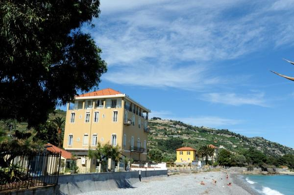 Holiday's Beach Ventimiglia