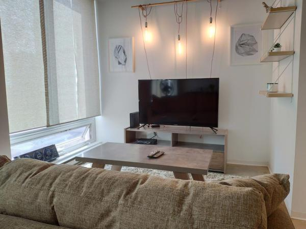 Modern DOWNTOWN Loft Near ROGERS PLACE,SHAW CONF