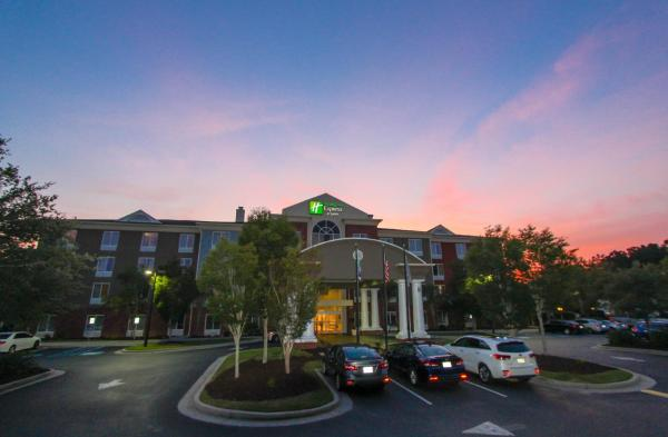 Holiday Inn Express Hotel & Suites Charleston - North North Charleston