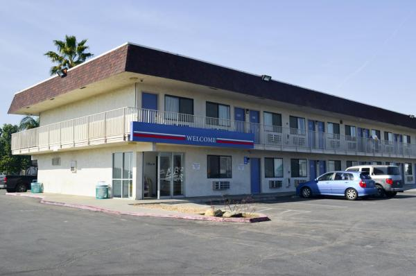 Motel 6 Lost Hills / Buttonwillow Racetrack Lost Hills
