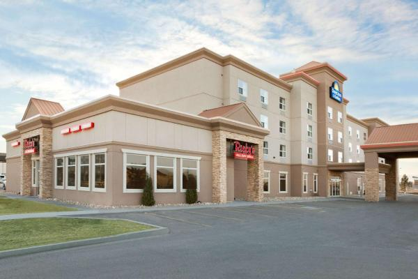 Days Inn & Suites Edmonton Airport Leduc