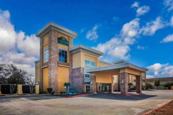 La Quinta Inn and Suites Beeville Beeville