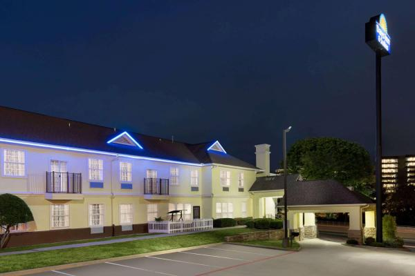 Days Inn and Suites DFW South
