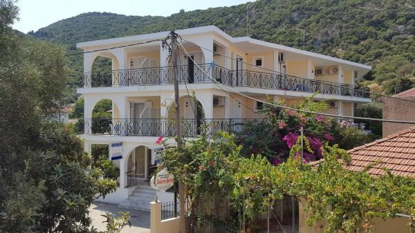 Captain Georgio Apartments Poros