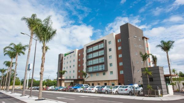 Holiday Inn Express and Suites Celaya