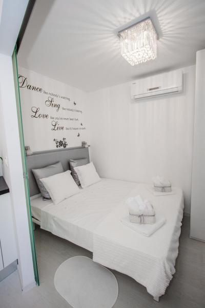 Luxury Studio Apartment White Sensation