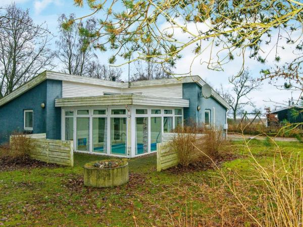 Four-Bedroom Holiday home in Ørsted 2 Kare