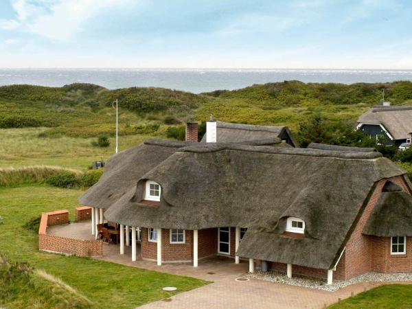 Five-Bedroom Holiday home in Blåvand 35