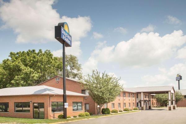 Days Inn & Suites Waterloo Waterloo