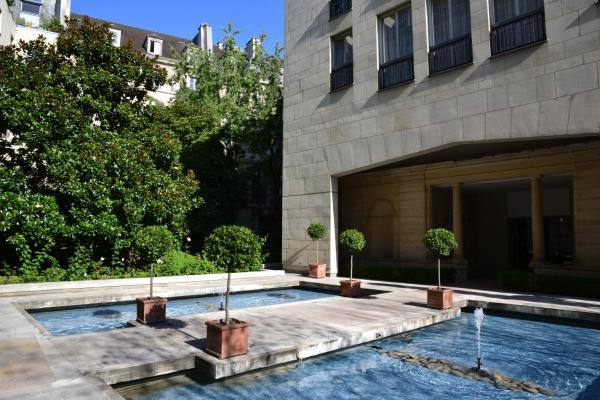 Assia & Nathalie - Luxury B&B MARAIS Париж