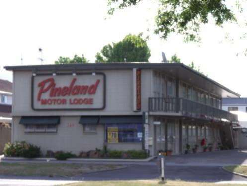 Pineland Motor Lodge