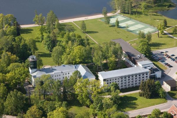 Pühajärve Spa & Holiday Resort Отепя