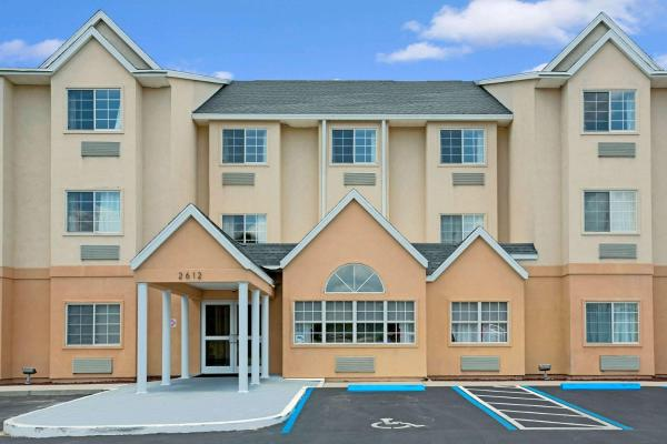 Microtel Inn & Suites by Wyndham Bushnell Bushnell