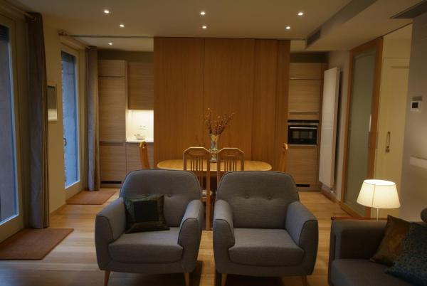 Beautifully furnished luxury apartment in Barri Vell, Girona Zhirona