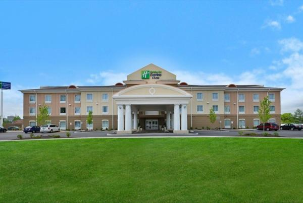 Holiday Inn Express & Suites Utica Ютика