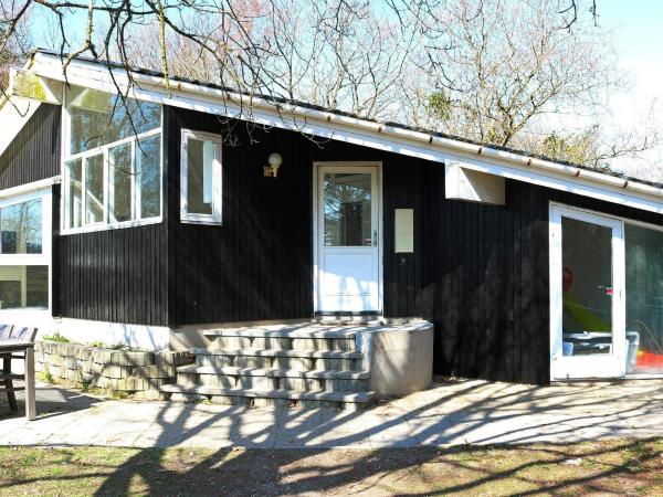 Four-Bedroom Holiday home in Hadsund 4